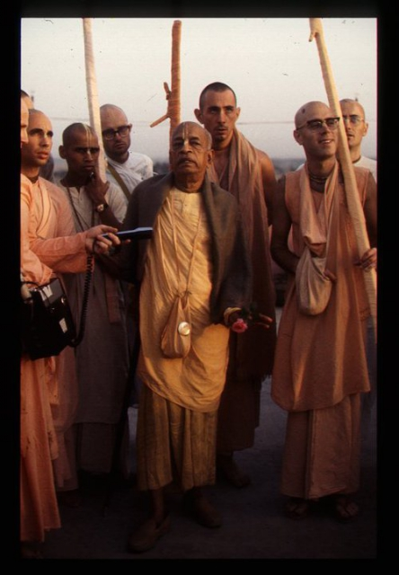Prabhupada took his walk on the roof with GBC members and sannyasis