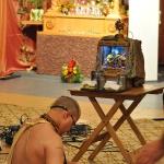 Бхакти Вишрамбха Мадхава Махарадж служит Канаю и Балаю