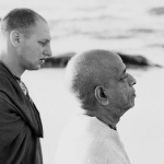Гурудас и Прабхупада на прогулке
