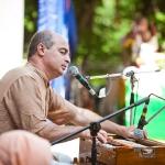 109  Адити Дукха-ха прабху ведет киртан на сцене