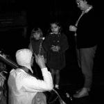 02 Вишнуджана проповедует прохожим