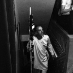 07 Вишнуджана Свами поднимается по лестнице храма
