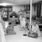 17 Вишнуджана Свами поёт киртан в бостонском храме