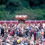 06 Божества Радха-Дамодара и толпа