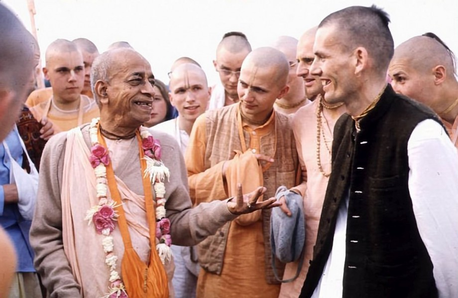Srila Prabhupada and Hansadutta talk on morning walk